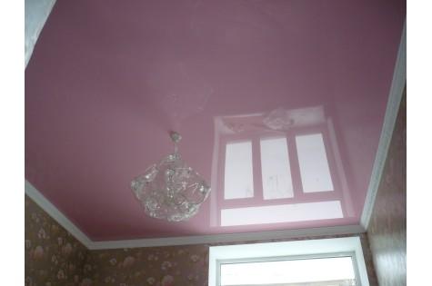 Цветной натяжной потолок в спальню
