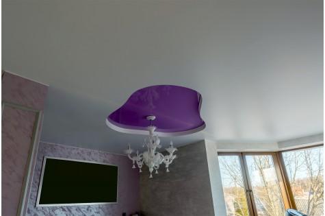 Двухуровневый натяжной потолок в гостиную