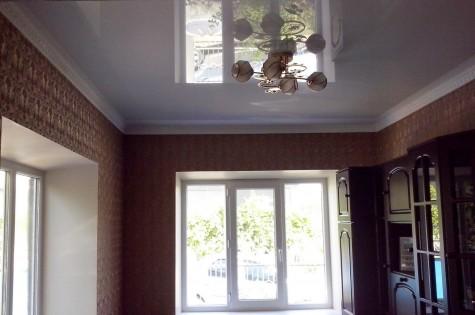 Французский натяжной потолок глянцевый