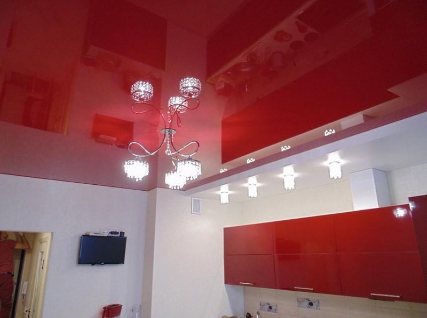 Глянцевый натяжной потолок красный