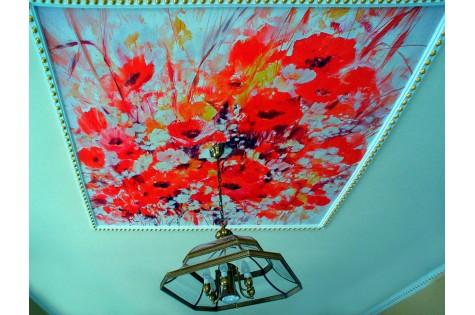 Художественный натяжной потолок маки