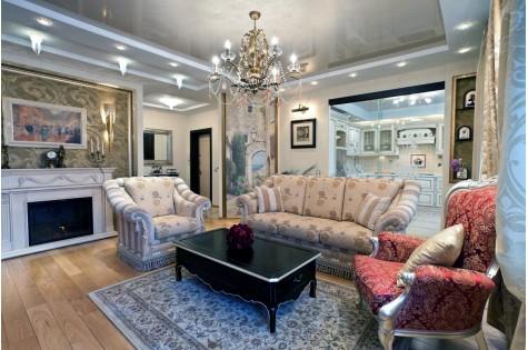 Классический натяжной потолок в гостиную