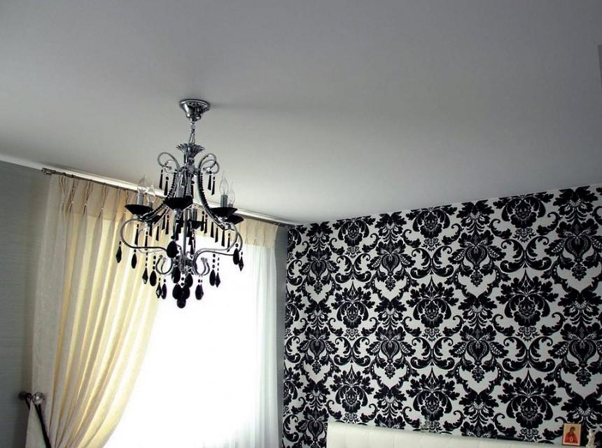 Матовый натяжной потолок в зал