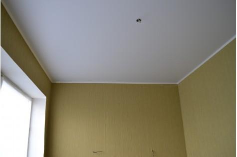 Матовый натяжной потолок для лоджии