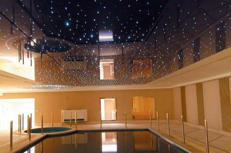Натяжной потолок «звездное небо» в бассейн