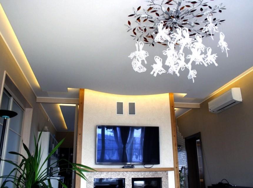 Натяжной эко-потолок в гостиную