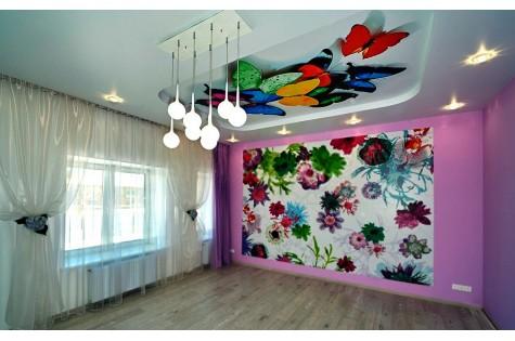 Натяжной потолок с фотопечатью бабочки