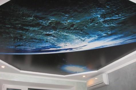 Натяжной потолок с фотопечатью космос