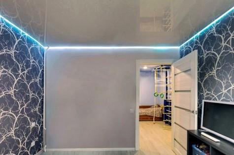 Парящий натяжной потолок в гостиную