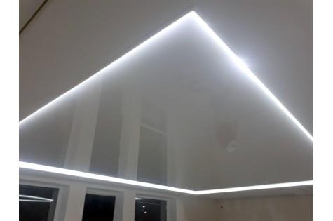 Парящий натяжной потолок белый