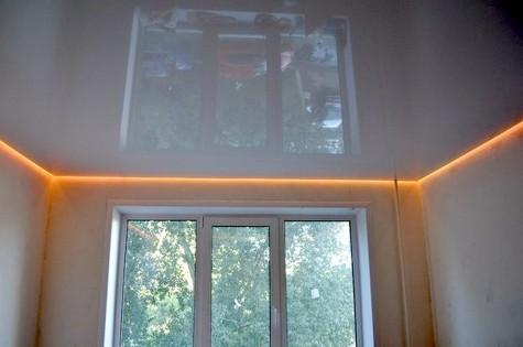 Парящий натяжной потолок в детскую