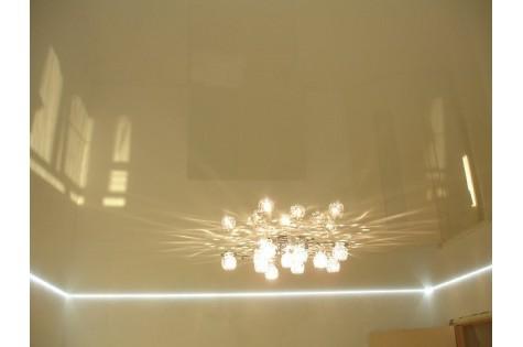 Парящий натяжной потолок бежевый