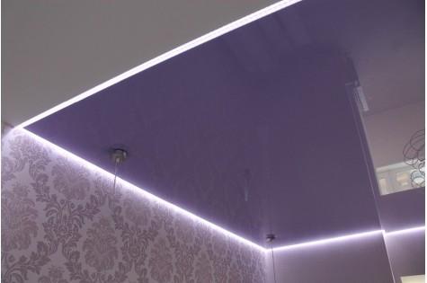 Парящий натяжной потолок сиреневый