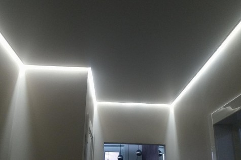Натяжной потолок в коридор парящий