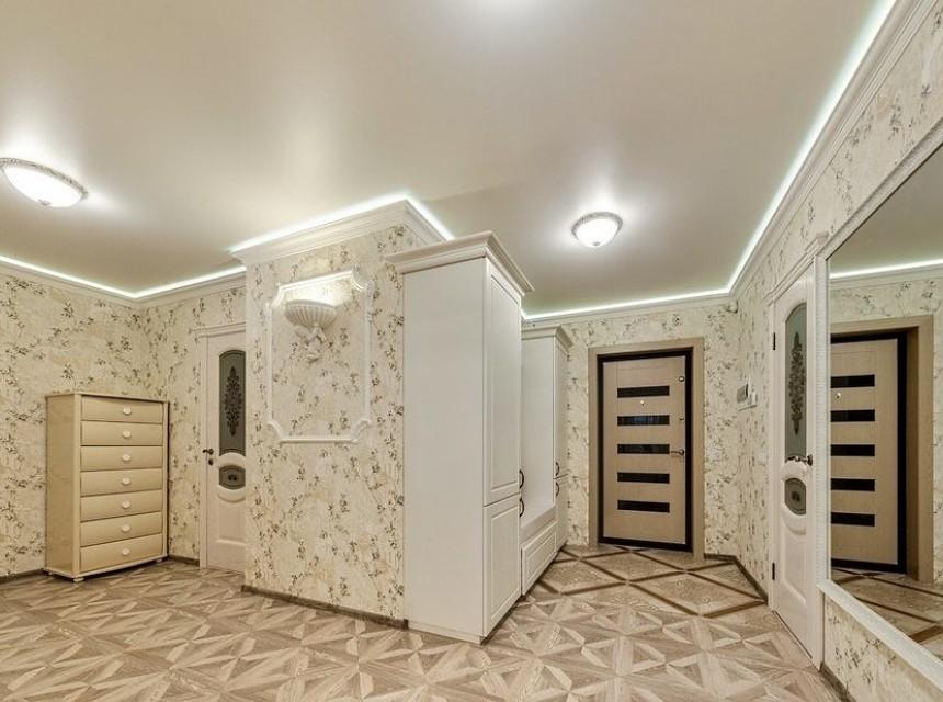 Натяжной потолок в прихожую классический