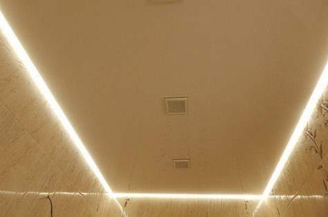 Натяжной потолок в туалет парящий