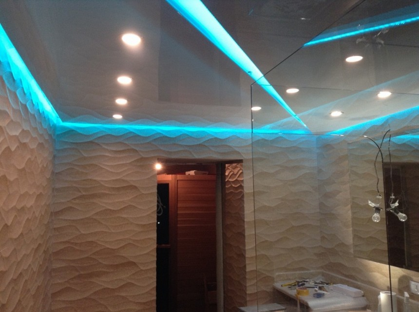 Натяжной потолок в ванную парящий