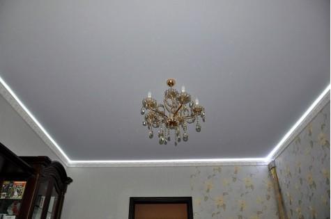 Сатиновый натяжной потолок в зал