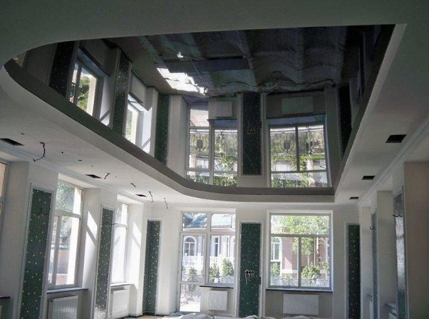Зеркальный натяжной потолок в бассейн
