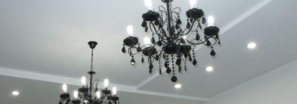Как выбрать светильник для натяжного потолка